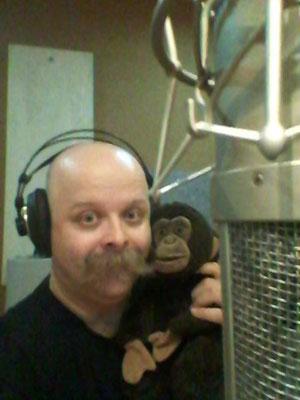 Mirkaccio dà il via alle registrazioni con la sua inseparabile scimmietta