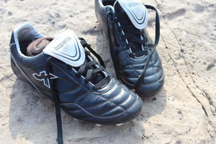 Le scarpe da calcio di Biniam.