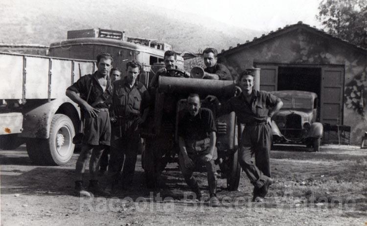 """""""Questa foto è del 1941 ed è raffigurato mio padre che era di stanza a Brescia, presumibilmente nella zona della polveriera di Mompiano"""". Da www.bresciavintage.it/"""