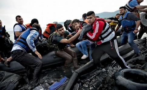 sbarco di migranti iracheni e siriani sull'isola di Lesbo